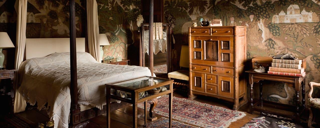 tapestry room